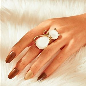 🆕Beautiful white stone cat shaped cocktail ring